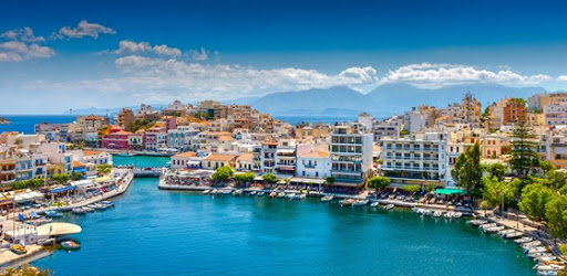 Crete – tourism: Low expectations and … a small basket from the hoteliers