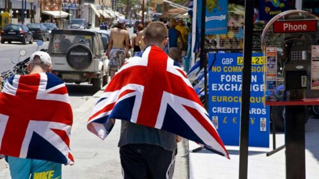Times of London: Athens Considers Opening Borders to Vaccinated British Tourists